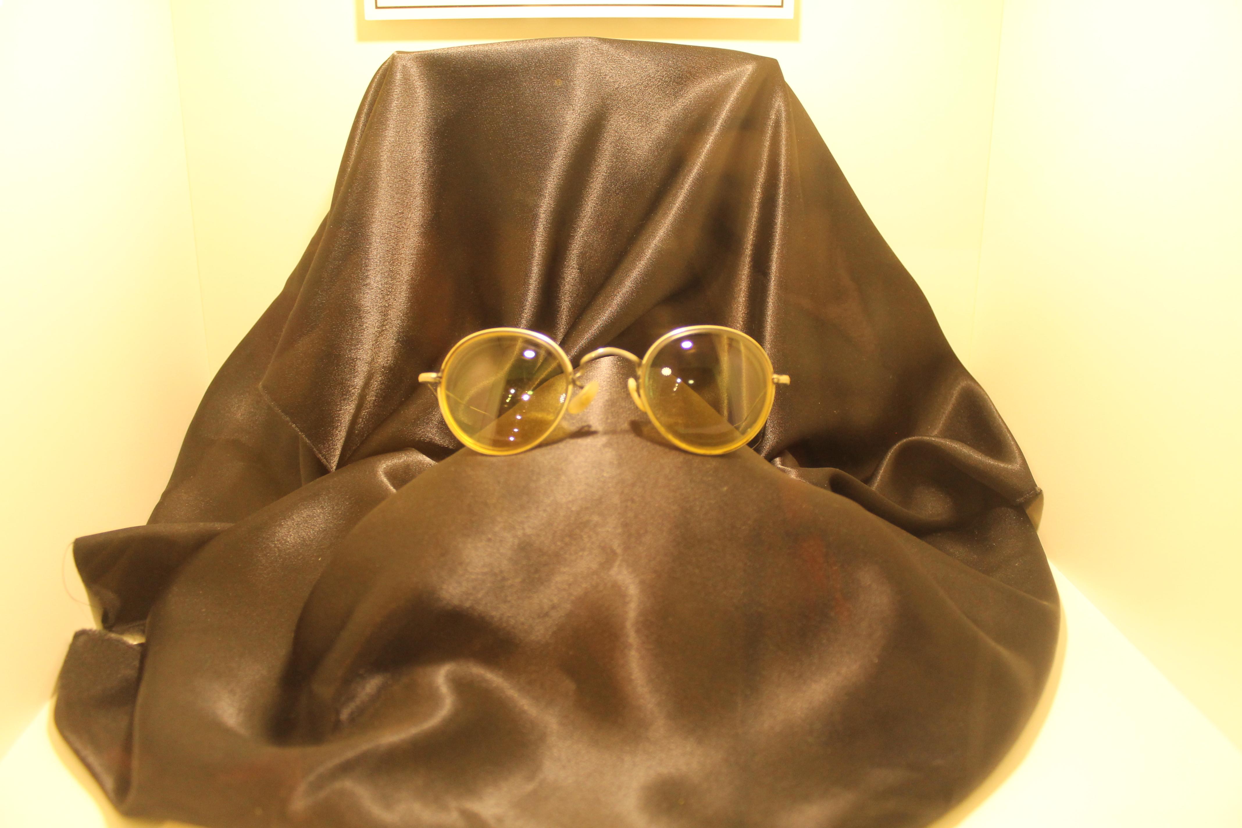 ジョンレノンの眼鏡
